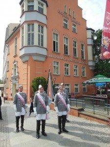 Chargierte der Rheno-Palatia vor dem ehemaligen Verbindungshaus (heute Hotel Tumski)